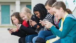 pros-cons-banning-cell-phones-school_d88d43d984c1f10